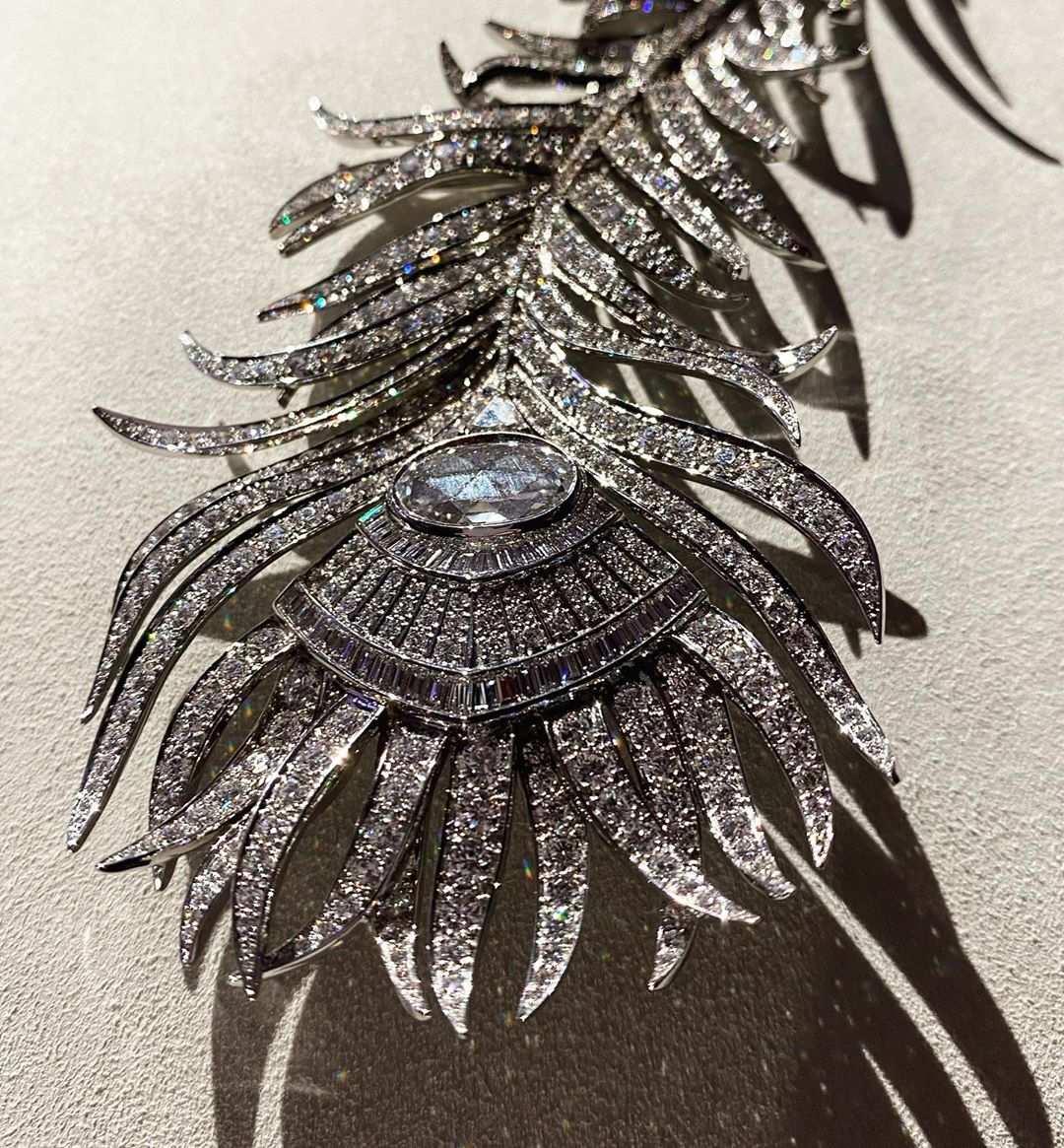 A #highjewelry collection dedicated to the #pointdinterrogation necklace @boucheron by @clairechoisne