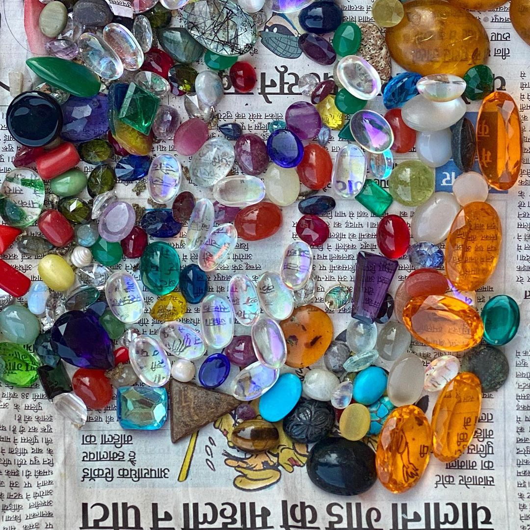 Stones at the #jaipurstreetmarket Even if they are not the most beautiful how to resist to these colors ?